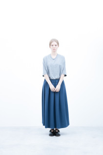Cut&Sewn / S6_N037T : PONT5 11,500+tax br; Skirt / S6_N109K : FPLSK 19,500+tax br; Shoes / S6_F1220R : ORDINARIA NOBLE 59,000yen+tax
