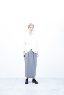 Cardigan / S6_N181T : KCCD-L 15,500+tax br; Skirt / S6_N067SK : LUTPSK 19,500+tax br; Shoes / S6_F1210R : ORDINARIA DURA-L 59,000yen+tax