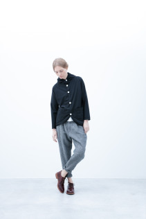 Cardigan / S6_N072T : HFPK 17,000yen+tax br; Pants / S6_N131P : D1SL 27,500yen+tax br; Shoes / S6_F111R : REGALIA DUDA-L 98,000+tax