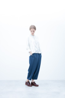 Cardigan / S6_N141K : KLCD 21,000yen+tax br; Shirt / S6_N053S : JMSH 18,500+tax br; Pants / S6_N103P : FTYPT 22,000yen+tax br; Shoes / S6_F111R : REGALIA DUDA-L 98,000+tax