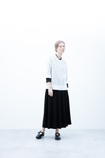 Sweater / S6_N143K : KLOK 18,000yen+tax br; Shirt / S6_N053S : JMSH 18,500+tax br; Skirt / S6_N109SK : FPLSK 19,500yen+tax br; Shoes / S6_F1220R : ORDINARIA NOBLE 59,000yen+tax