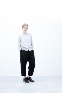 Cardigan / S6_N181T : KCCD-L 15,500yen+tax br; Pants / S6_N151P : WEPT 28,500yen+tax br; Shoes / S6_F1210R : ORDINARIA DURA-L 59,000yen+tax