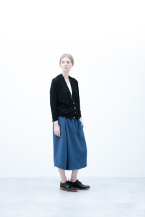 Cardigan / S6_N035T : FVCD 15,000yen+tax br; Half Pants / S6_N104P : FTYSPT 19,500yen+tax br; Shoes / S6_F1210R : ORDINARIA DURA-L 59,000yen+tax