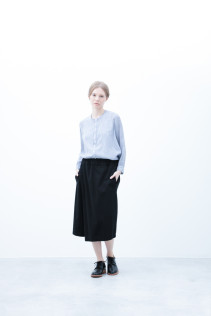 Shirt / S6_N171S : JMSH 21,500yen+tax br; Half Pants / S6_N104P : FTYSPT 19,500yen+tax br; Shoes / S6_F1210R : ORDINARIA DURA-L 59,000yen+tax