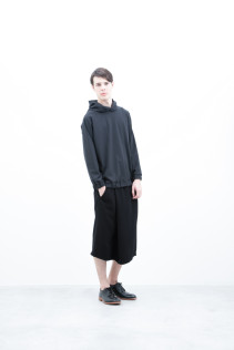 Hoodie / S6_N074T : WTPK 15,000yen+tax br; Half Pants / S6_N104P : FTYSPT 19,500yen+tax br; Shoes / S6_F116R : REGALIA DURA-M 98,000yen+tax