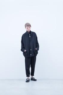 Blouson / A6_N162B : STBL 49,000+tax br; Turtleneck Cut&Sewn / A6_N046T : NFTLT 13,000+tax br; Pants / A6_N101P : TGSL 22,500+tax br; Shoes / S6_F1220R : ORDINARIA NOBLE 59,000yen+tax