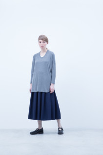 Cut&Sewn / A6_N021T : RTLT_L 9,200+tax br; Skirt / A6_N035SK : PLSK 21,500+tax br; Shoes / S6_F1220R : ORDINARIA NOBLE 59,000yen+tax