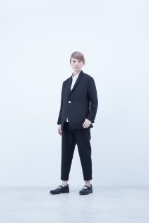 Jacket / A6_N111J : TRDJK 38,500+tax br; Shirt / A6_N011S : JSOSH 18,500+tax br;  Pants / A6_N111J : TRDJK 38,500+tax br; Shoes / S6_F1220R : ORDINARIA NOBLE 59,000yen+tax