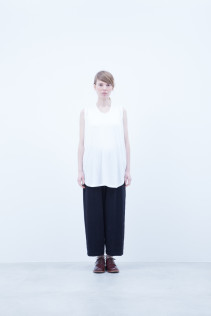 Tank top / A6_N023T : RTTT 7,800+tax br; Pants / A6_N143P : GDPT 26,500+tax br; Shoes / S6_F111R : REGALIA DUDA-L 98,000+tax