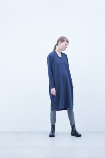 Dress / A6_N047T : TR26OP 17,500+tax br; Leggings / A6_N024T : BEAL 8,900+tax br;