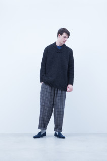 Sweater / A6_N152K : EGSW_U 39,000+tax br; Shirt / A6_N013S : LMKSH 21,000+tax br; Pants / A6_N143P : GDPT 26,500+tax br;