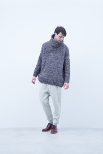 Snood / A6_N155K : EGNW 8,500+tax br; Sweater / A6_N152K : EGSW_U 39,000+tax br; Pants / A6_N132P : CSPT 23,500+tax br; Shoes / S6_F116R : REGALIA DURA-M 98,000+tax br;