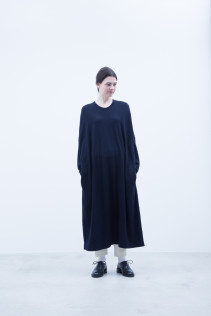 Cut & Sewn Dress / A7_N084TO : NOSTO 19,500+tax br; Pants / A7_N184TP : NSCPT 26,000+tax br;