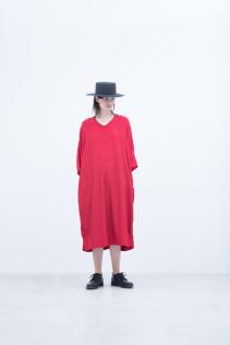 Hat / S8_NC261CP : NKKCP 16,500+tax br; Dress / S8_NC173OP : NDPOP 21,500+tax br;