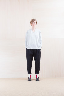 Cut&Sewn_ NA15-T102 15,000yen+tax br; Pants_ NA15-P142 CSSL 21,000yen+tax br; Sox_ FA15042 LANA02 3,300yen+tax br; Shoes_ FA15062 ORDINARIA NOBLE 59,000yen+tax