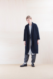 Coat_ NA15-C191 OHMCT 48,000yen+tax br; ShirtsDress_ NA15-O123 KMMOP 28,500yen+tax br;  Pants_ NA15-P71 FLSL 26,000yen+tax br; Sox_ FA15041 LANA01 3,300yen+tax br; Shoes_ FA15062 ORDINARIA NOBLE 59,000yen+tax