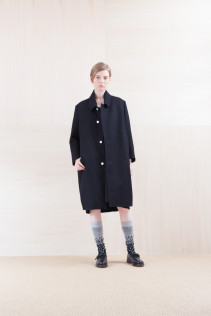 Coat_ NA15-C152 TBCT-L 59,500yen+tax br; Dress_ NA15-O97 POSOP 29,500yen+tax br; Sox_ FA15043 NIX 3,500yen+tax br; Shoes_ FA15062 ORDINARIA NOBLE 59,000yen+tax
