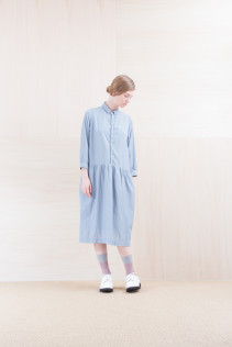 Dress_ NA15-O31 JSGOP 28,000 yen+tax br; Sox_ FA15045 OBLIQUE 2,200yen+tax br; Shoes_ FA15071 AGGRESSIA DURA-L 44,000yen+tax