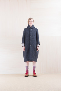 Coat_ NA15-C231 FBCT-L 58,500yen+tax br; Dress_ NA15-T44 H126OP 19,000yen+tax br; Sox_ FA15043 NIX 3,500yen+tax br; Shoes_ FA15072 AGGRESSIA NOBLE 44,000yen+tax