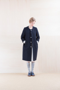 Coat_NA15-C221 BSCT 64,000yen+tax br; Dress_ NA15-T105 OSOP 25,000yen+tax br; Sox_ FA15041 LANA01 3,300yen+tax br; Shoes_ FA15061 ORDINARIA DURA-L 59,000yen+tax