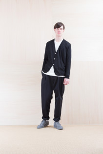 Cardigan_ NA15-T56 BRCD-M 13,500yen+tax br; Pants_ FA15021 LAT 19,500yen+tax