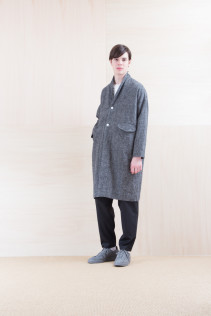 Coat_ NA15-C61 LHCT 32,000yen+tax br;  Shirts_ NA15-S17 KMSH 19,000+tax br; Pants_ NA15-P71 FLSL 26,000yen+tax