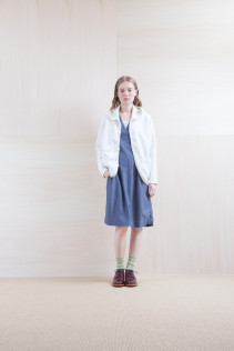 Cardigan_ S15-T122 FPPK 18,000yen+tax br; Dress_ S15-O113 FSOP 24,500yen+tax br; Sox_ S15-SO252 Linen rib sox 2,350yen+tax br; Shoes_ prototype