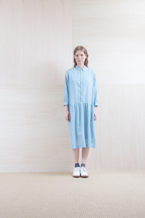 Dress_ S15-O221 JSGOP 28,000yen+tax br; Sox_ S15-SO251 Color heel sox 1,900yen+tax br;